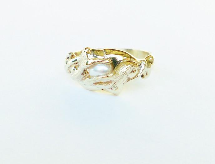 RH01 - Rhein Maidens - 9ct Yellow Gold with Freshwater Pearl